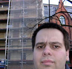 Day #046: Me, sceptically in front of the scaffolding