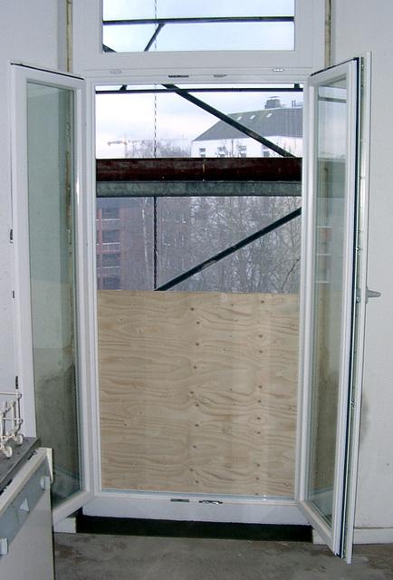 Balcony-door, open