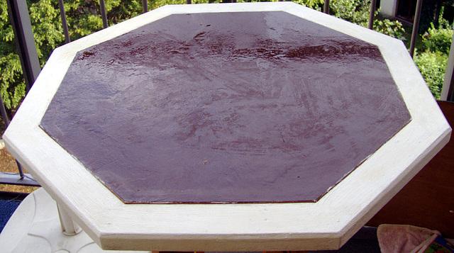 Braun - Weißer Tisch