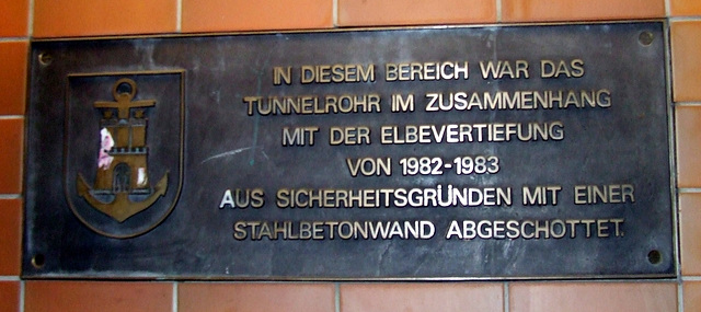 Sign at the wall of Old Elbe Tunnel