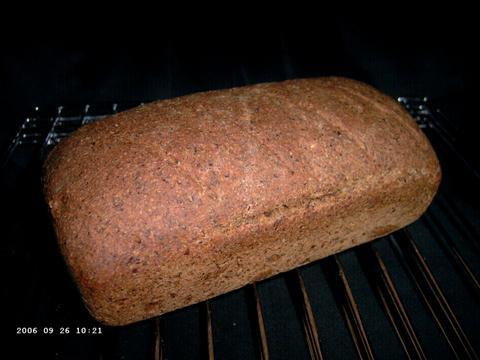 Volkorenbrood met (heel veel) lijnzaad