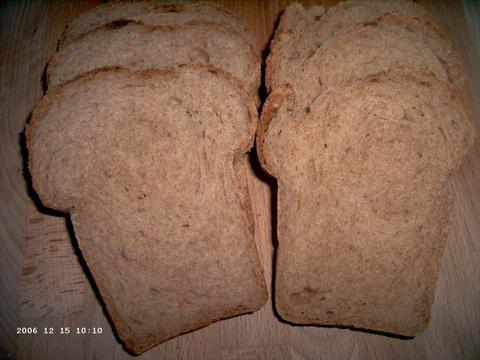Braunes Weizenkeimbrot (Spelt l. en Frans r.)