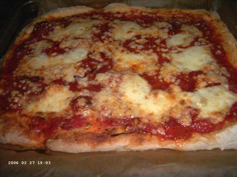 Gemelli Pizza Margherita met extra chorizo kaas en rode ui