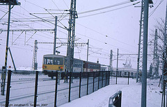 Class 810 Railbus Departing Northbound Out Of Hlavni Nadrazi In The Snow, Prague, CZ, 2007