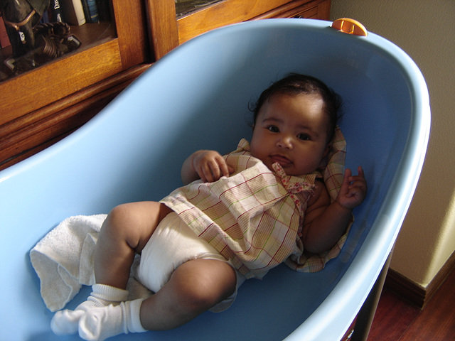 Rafaela, first contact with a plastic bathtub