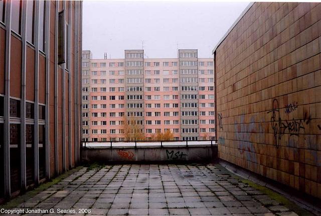 Alleyway, Sidliste Haje, Prague, CZ, 2006