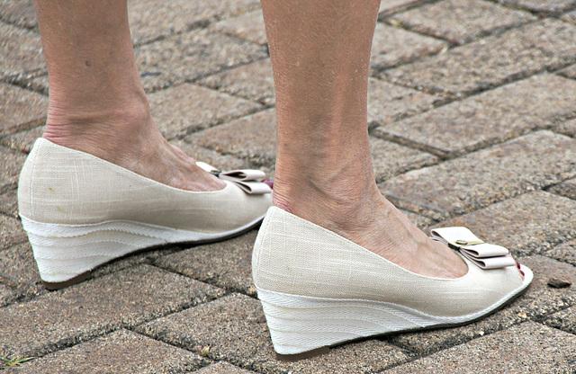 etienne wedge heels