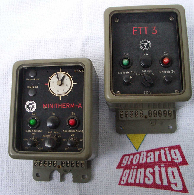 Regelgeräte für  Heizungvorlauftemperaturregelung und Warmwasserbereitung / old Controlers for heat and water