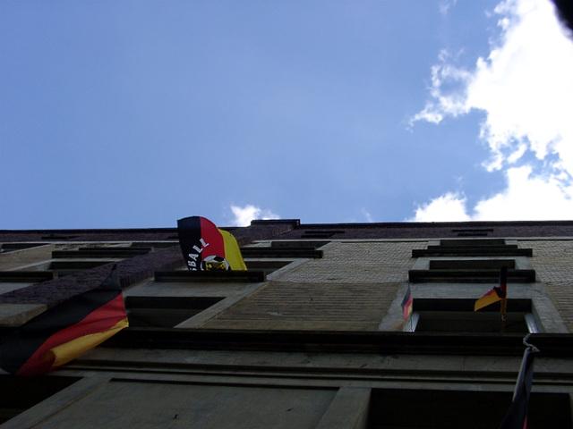 Die Nachbarschaft im Nationalismuswahn