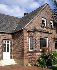 sorgfältig gemauertes Ziegelhaus