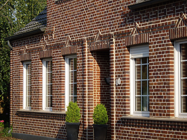 Ziegelfassade / facade with bricks