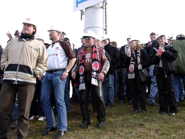 Bauarbeiter auf dem Weg nach Dynamo Dresden