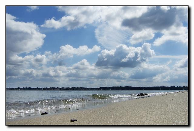 Sommer,Sonne,Strand und Wolken...