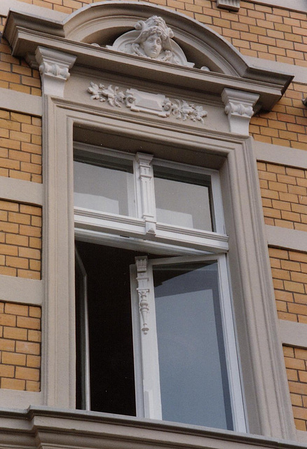 Stendal renoviertes Fenster am Markt