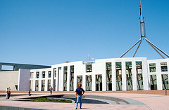 Vor dem Parlament in Canberra