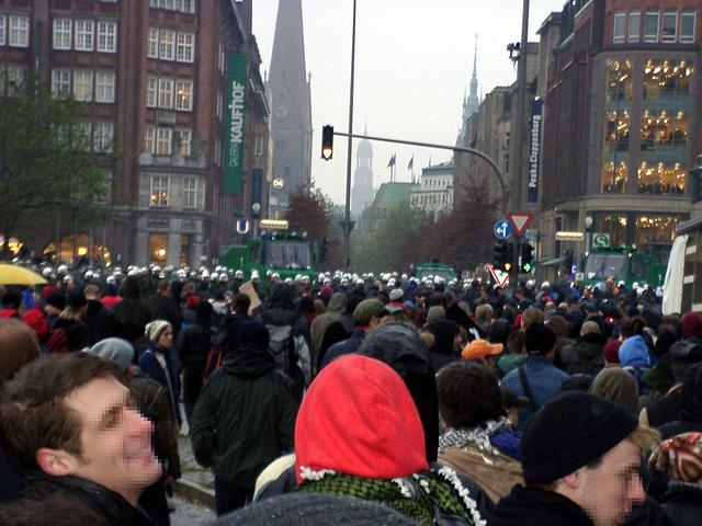 Die Innenstadt wäre entglast, angezündet und in die Luft gesprengt worden...