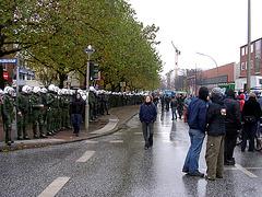 Völlig irrwitziger Polizei - Wanderkessel