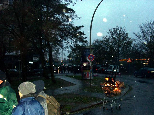Kalter Novemberregen und wärmendes Feuer