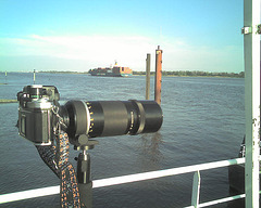 ShipSpotting with a Nikon F2 with 400 mm / Elbe, Germany / 070425 184437
