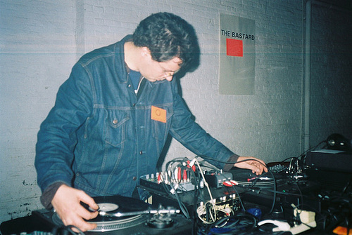 Stefan Beck scratching at The Bastard Remix, Antwerpen 2002 ---- foto-11-2002-05