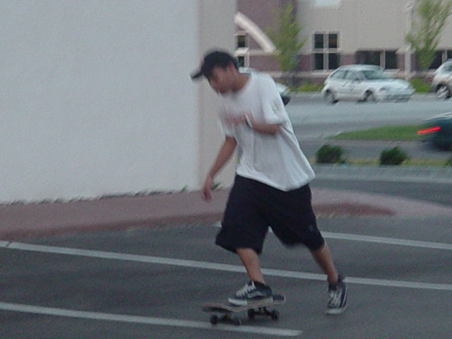 a-lo tryna skate