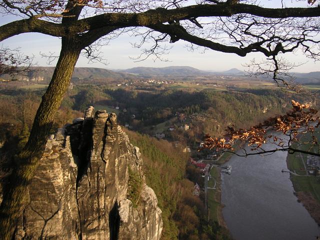 Bastei - Blick auf Kurort Rathen