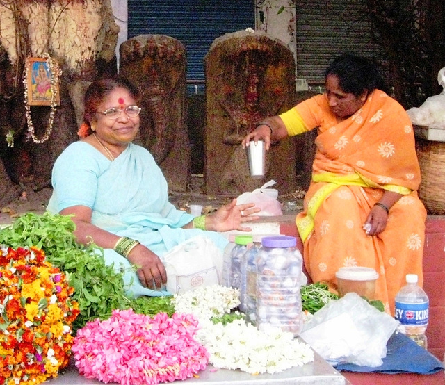 Flower garland sellers