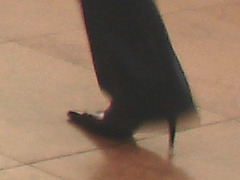 Air Italia black Lady in stiletto boots - Brussels airport /  19-10-2008