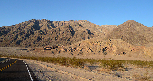 Along Badwater Road (3377)