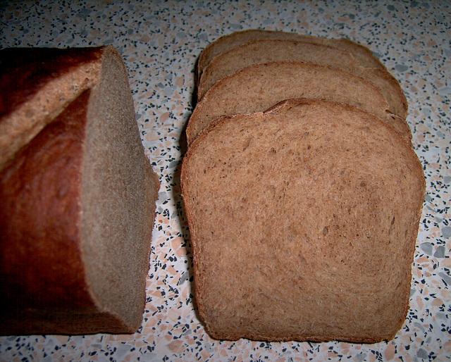 Volkorenbrood uit de de vorm 2