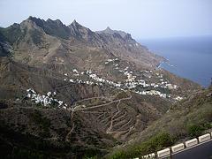 Blick vom Anaga Gebirge auf den Ort Taganana.