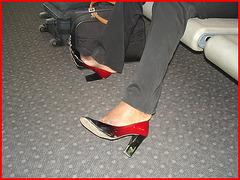 Black Lady in black & red hammer heels -  Noire sexy en beaux souliers à talons hauts rouge & noir