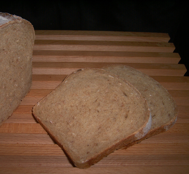 Golden Honey Oat Bread 2,  Brood met honing, haver- en gerstvlokken (- lijnzaad)