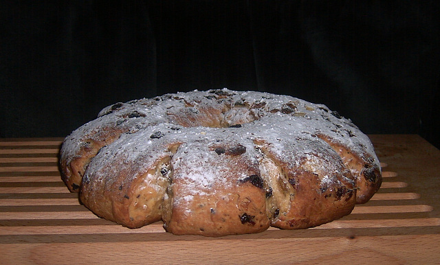 Stollen Wreath Bread with Mrs. Kostyra, Kerstkrans van Mrs. Kostyra
