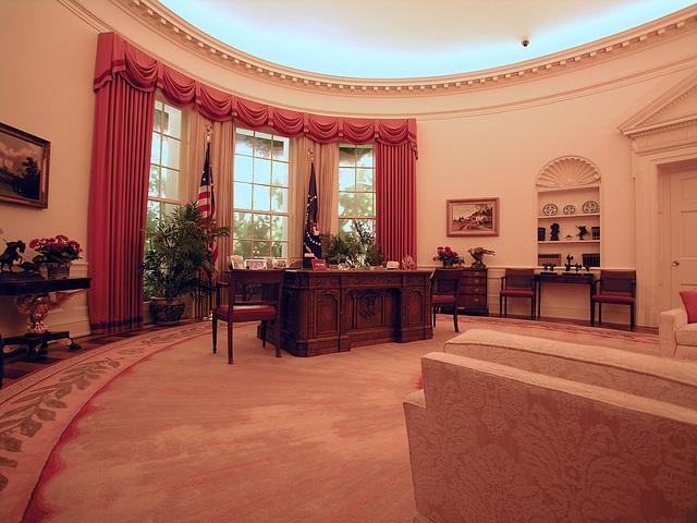Oval Office Replica (6888)