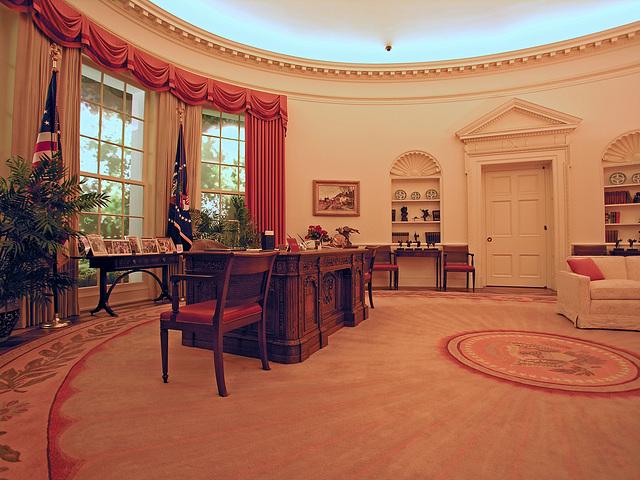 Oval Office Replica (6890)