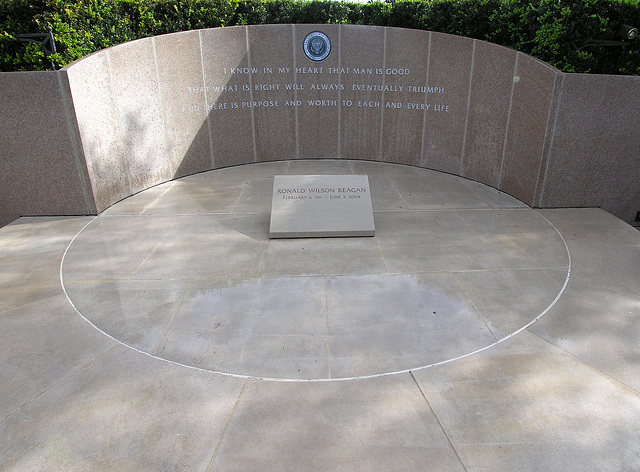 Reagan's Grave (6838)