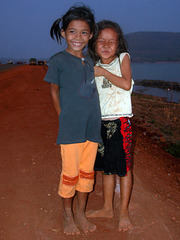 Small Lao girls like to be photographed