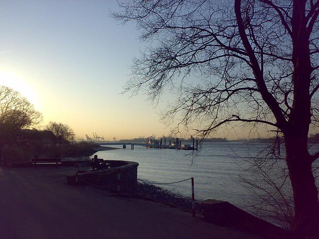 An der Elbe bei Hamburg