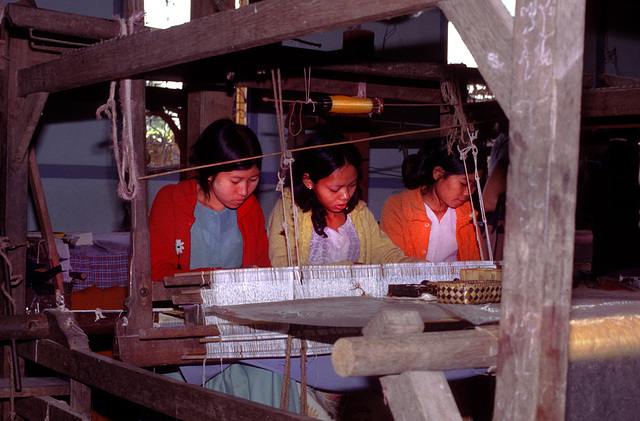Burmesian girls weaving