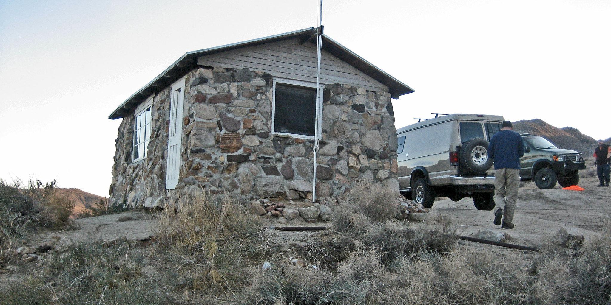 Geo Cabin (8649)