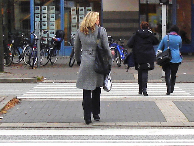 Aladin Swedish blond Lady in hammer heeled boots /  Blonde Suédoise en bottes à talons marteaux