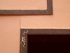 Fenster- und Türrahmen /Frame of a window and a door