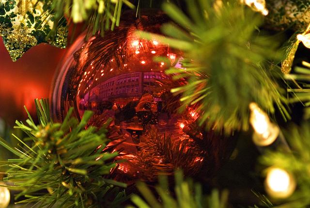 The usual Christmas tree ball selfie