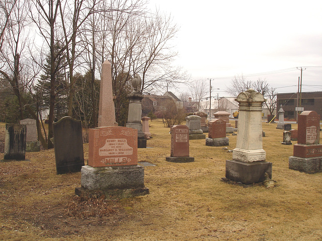 Cimetière et église  / Church and cemetery  -  Ormstown.  Québec, CANADA.  29 mars 2009