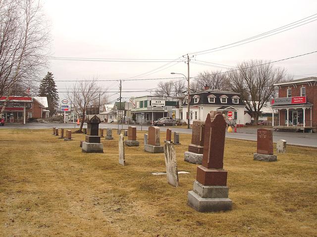 Cimetière et église  / Church and cemetery  -  Ormstown.  Québec, CANADA - 29 mars 2009 / Bar Ormstown