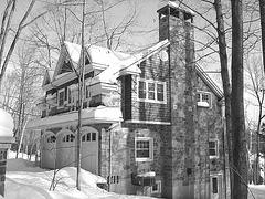 Maison luxueuse / Luxurious house.  St-Benoit-du-lac. Québec. CANADA. -  B & W