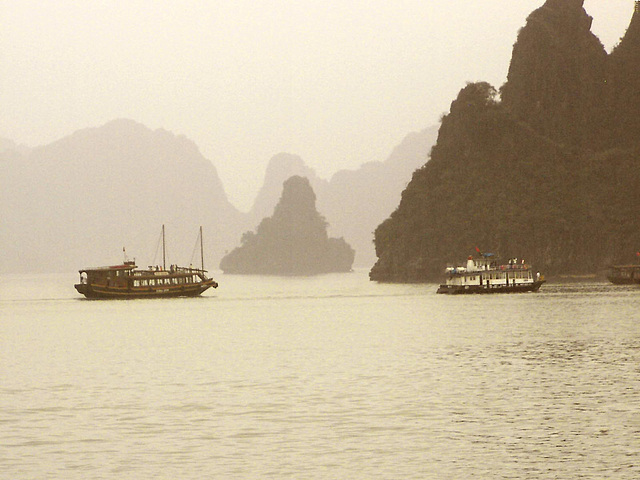 Photo DU VIETNAM  ( HA LONG )