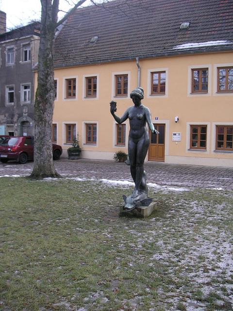 Bronzefigur im 'Plan' bei Pirna