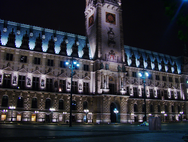 Hamburg townhall at night